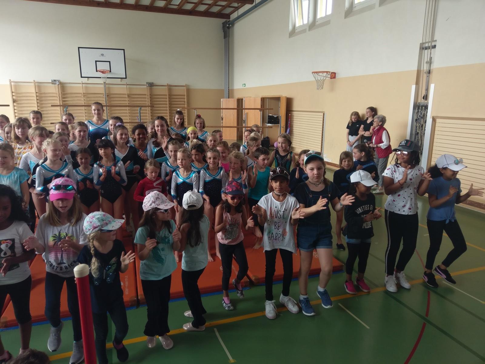 Auftritt Mädchen- Tanz- & Geräteriege und der Jugend der Damenriege